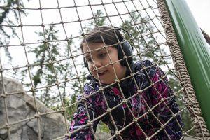 sensory girl playing ropes