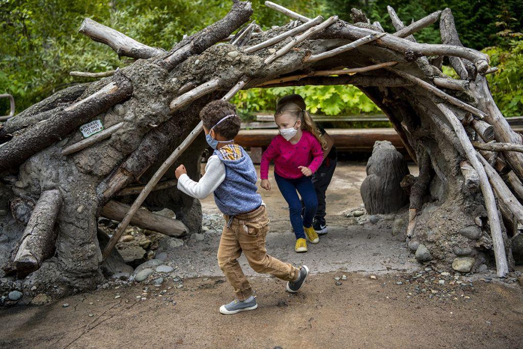 kids trek running under stick tunnel